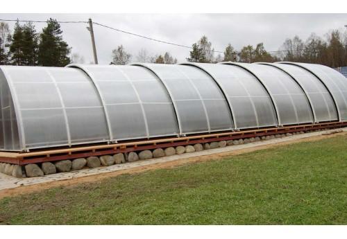 Основные плюсы теплиц с раздвижной крышей