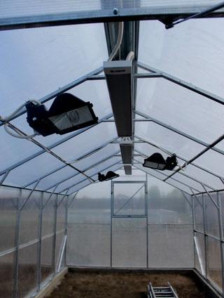 коммуникационные системы двускатной теплицы