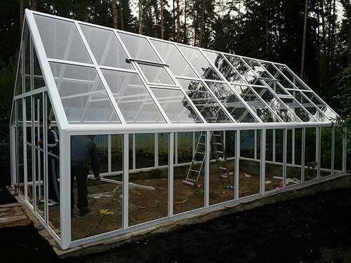 Строительство зимней двускатной теплицы с парниковыми рамами