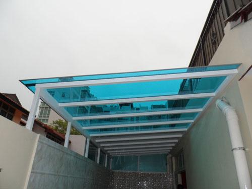 Применение литого поликарбоната при установке конструкций