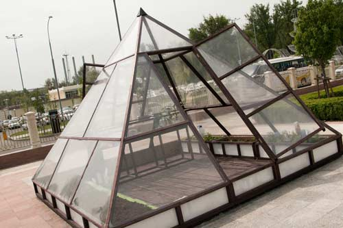 Теплица-пирамида - особенности конструкции